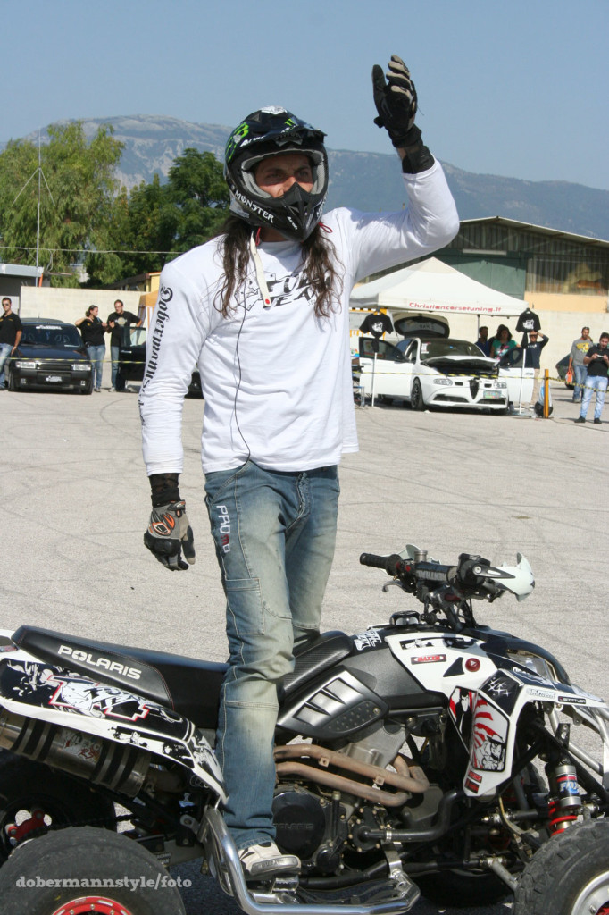 full_team_stunt_riding_11