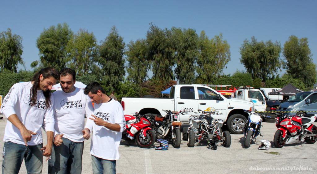 full_team_stunt_riding_2