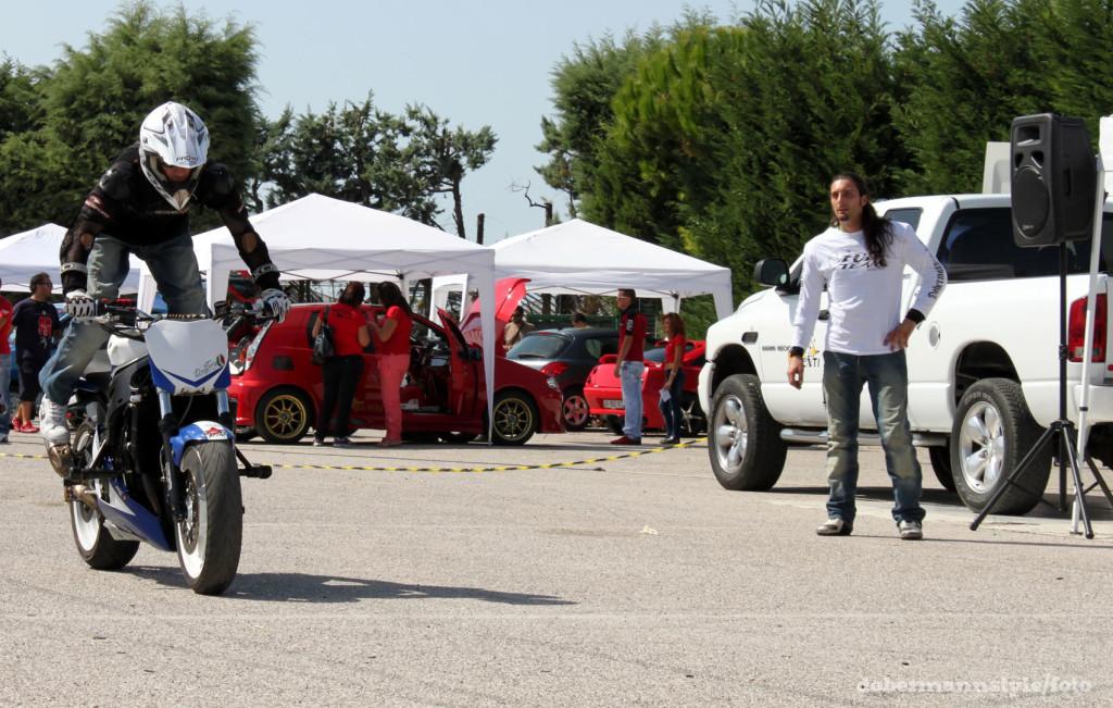 full_team_stunt_riding_3