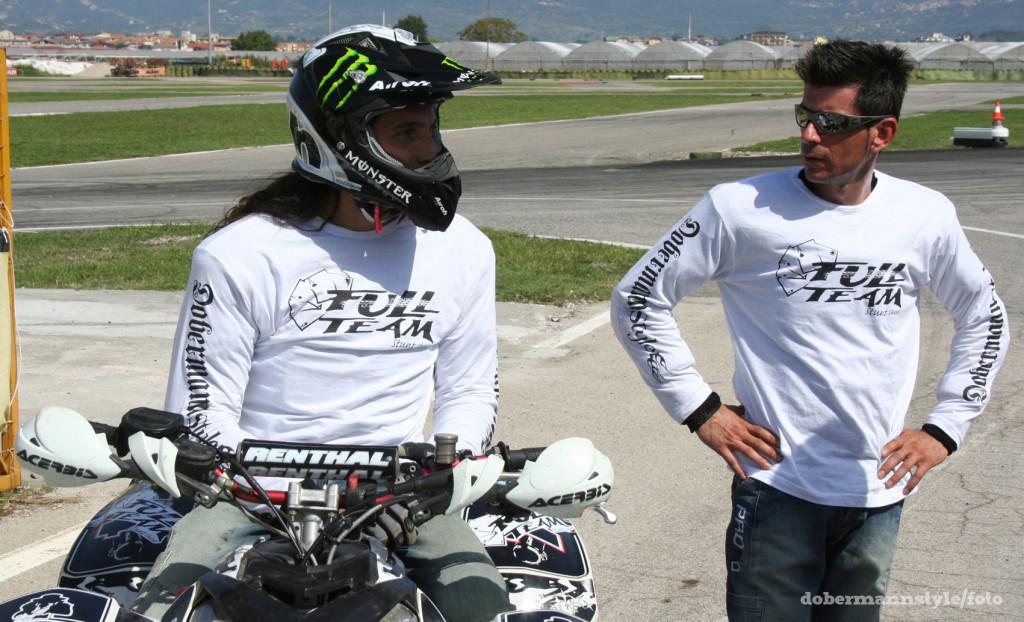full_team_stunt_riding_4