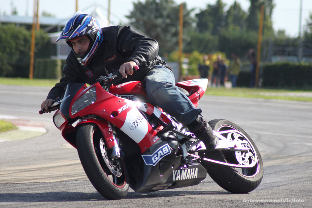 full_team_stunt_riding_5