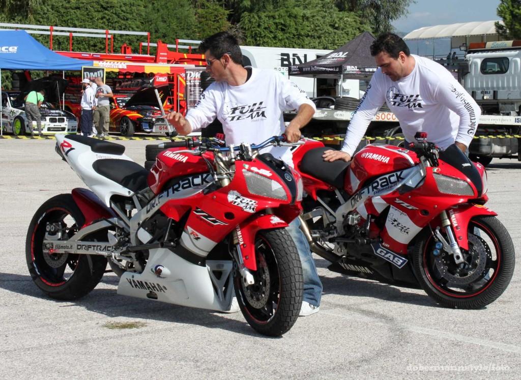 full_team_stunt_riding_6
