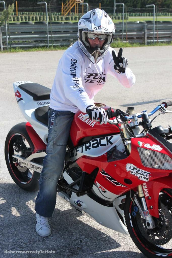 full_team_stunt_riding_9