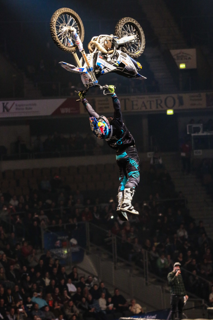 Championship at NIGHT of the JUMPs